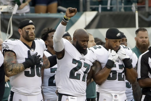 Chris Long supports Jenkins during anthem protest