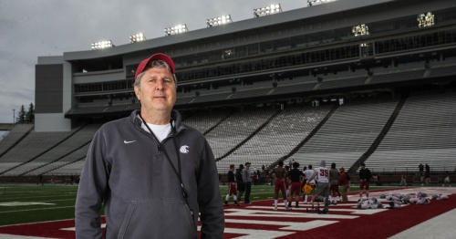 Mike Leach prefers rolling, not running, to punish his Cougars