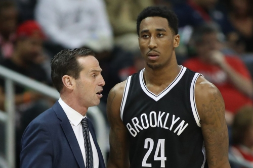 Kenny Atkinson throws an alley-oop to Rondae Hollis-Jefferson!