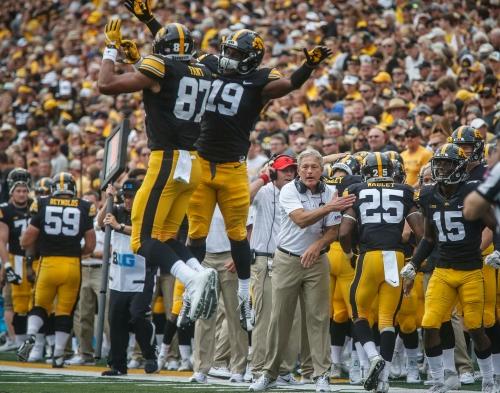 Iowa 24, Wyoming 3: Hawkeyes smother Josh Allen, Nate Stanley shines in debut