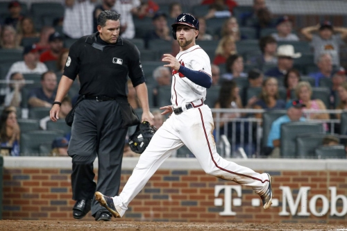 Braves dink-and-dunk their way to victory over Mets