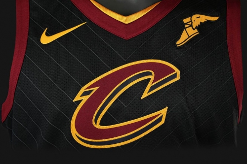 Cavaliers officially unveil new black jersey