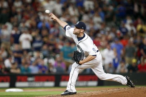 Mariners' David Phelps undergoes elbow surgery