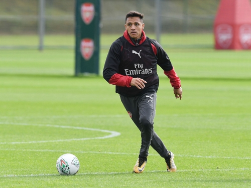 Alexis Sanchez looks distracted at Arsenal, says Gary Neville