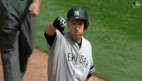 SEE IT: Todd Frazier photobombs Matt Holliday with thumbs down