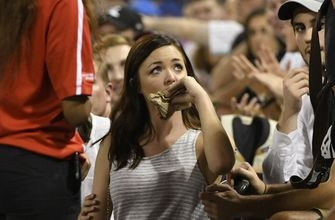 Fan at White Sox-Royals game struck in mouth by foul ball