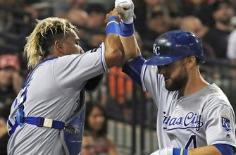 Royals' offense thrives in 8-2 win over White Sox