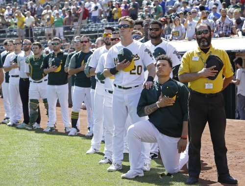 Oakland's Bruce Maxwell kneels during anthem for 2nd straight day