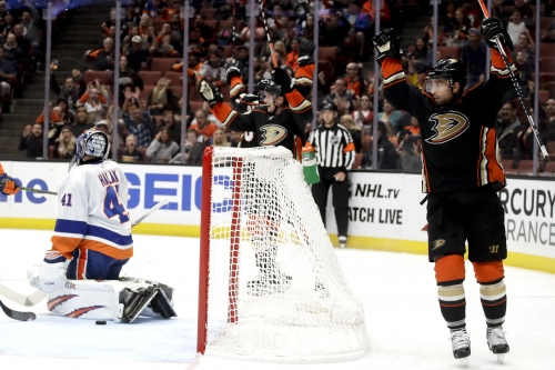 Islanders fall despite putting 41 shots on goal