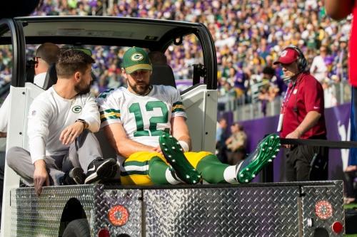 Report: Packers fear Aaron Rodgers suffers broken collarbone vs. Vikings