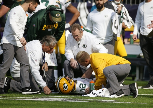 Aaron Rodgers could miss rest of season with broken collarbone, Packers say