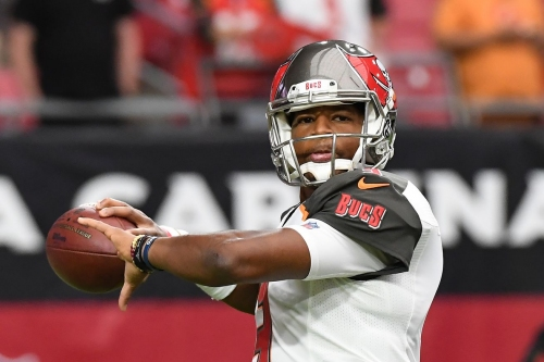 Jameis Winston injures shoulder against Cardinals