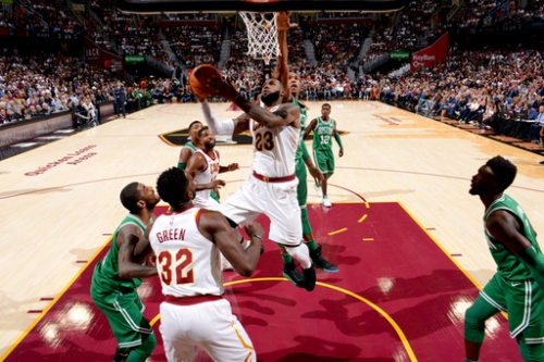 Hayward breaks ankle, Cavs hold off Celtics 102-99 in opener The Associated Press