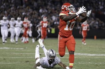 Raiders eke out 31-30 win over Chiefs on Carr's late TD pass