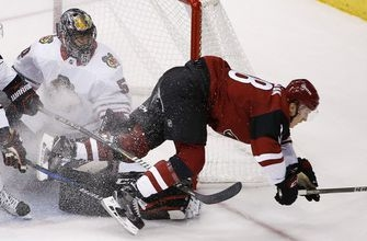 Blackhawks keep Coyotes winless with 4-2 victory (Oct 21, 2017)