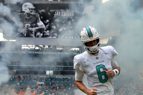 Jay Cutler leaves Jets game with apparent injury; Matt Moore enters game
