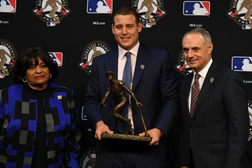 Anthony Rizzo wins Roberto Clemente Award