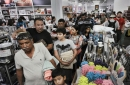 Shoppers mobilize on Thanksgiving as retailers branch out