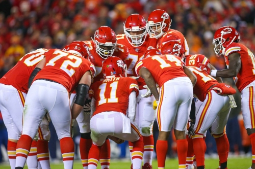 Inside the Chiefs huddle before the Jets