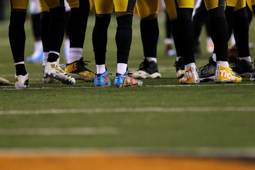Antonio Brown shows off cleats he plans to wear in honor of Ryan Shazier