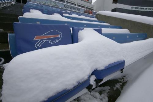 Indianapolis Colts at Buffalo Bills: players, fans dealing with blinding snowfall