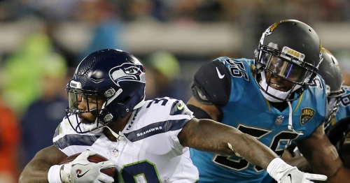 Seahawks' Mike Davis sets another career-high in rushing before leaving with injury