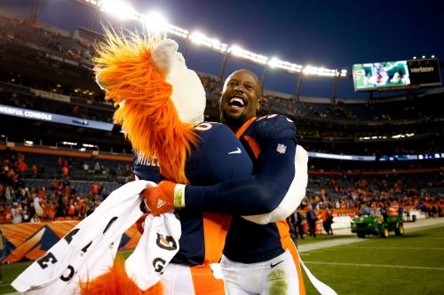 Von Miller sets Broncos record for most 10-sack seasons
