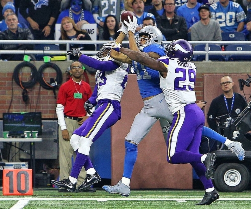 Watch Marvin Jones pull in one of the Lions catches of the year