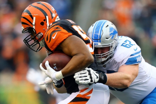 Detroit Lions place Don Barclay on IR, sign TE Hakeem Valles from practice squad