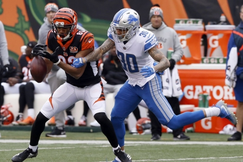 Teez Tabor leaves game with an arm injury; questionable to return vs. Packers
