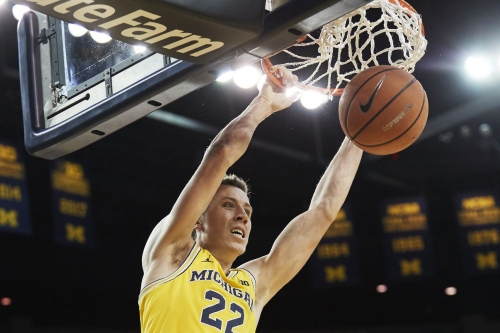 Michigan gets by Northwestern, wins third straight at home