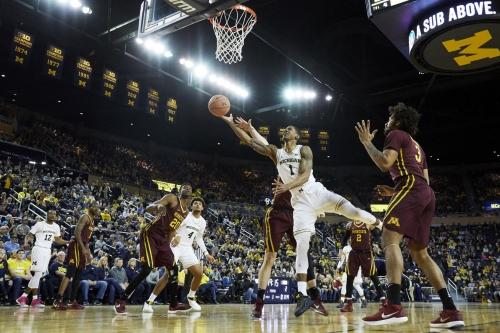 Michigan stumbles to a tough win against Minnesota