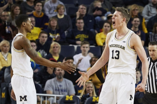 Michigan basketball moves up four spots in this week's AP Poll