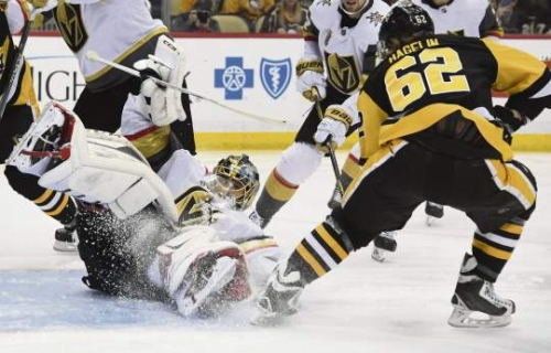 Penguins use 5-goal blitz to spoil Fleury's emotional homecoming