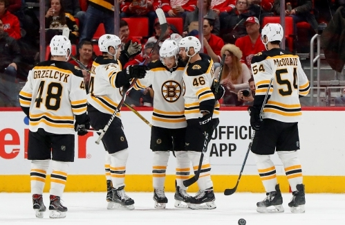NHL Roundup: Bruins Beat Wings, Close on Lightning