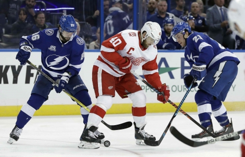 Lightning beat Red Wings for 11th straight time