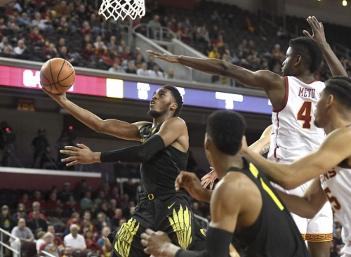 Metu's alley-oop sinks Oregon Ducks as USC Trojans come away with 72-70 win