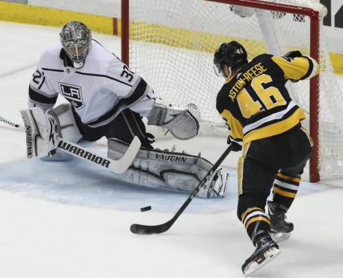 Pens rookie breaks tie in 10th straight home win