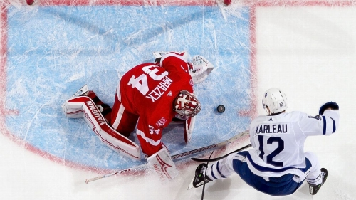 Philadelphia Flyers acquire goalie Petr Mrazek in trade with Red Wings