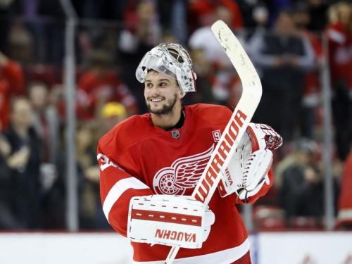 Flyers get goaltender Petr Mrazek from Red Wings
