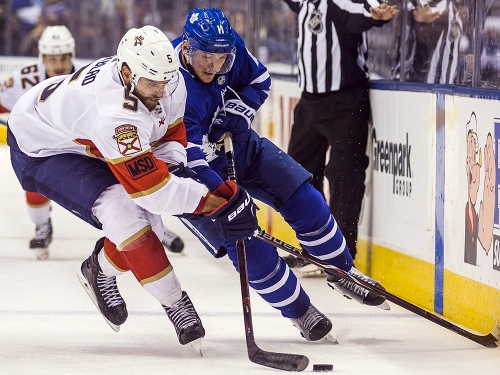 Van Riemsdyk buries lone goal in Leafs' win over Panthers