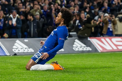 Chelsea star Willian sends hat-trick warning to Manchester United