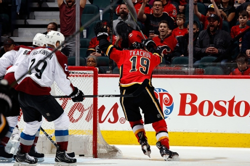Flames score 5 goals to roll past Avalanche