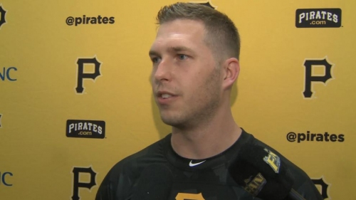 Pirates Corey Dickerson arrives in camp