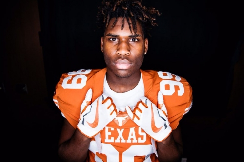 What the commitment of high-upside DE T'Vondre Sweat means to Texas