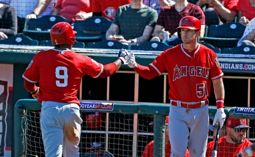 Angels withstand late rally to beat Reds, 7-5