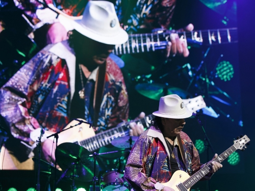 Legendary guitarist Santana lets his fingers do the talking at Rogers Place