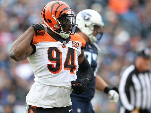 Cleveland Browns sign away Cincinnati Bengals defensive end Chris Smith