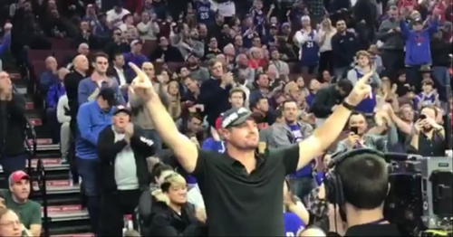 Philadelphia Eagles Brent Celek receives standing ovation at Sixers game
