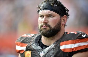 Joe Thomas, who set NFL record with 10,363 consecutive plays streak, retires after 11 NFL seasons